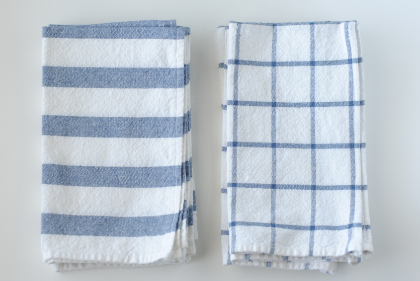 Easy DIY: turn Ikea dish towels into cloth napkins