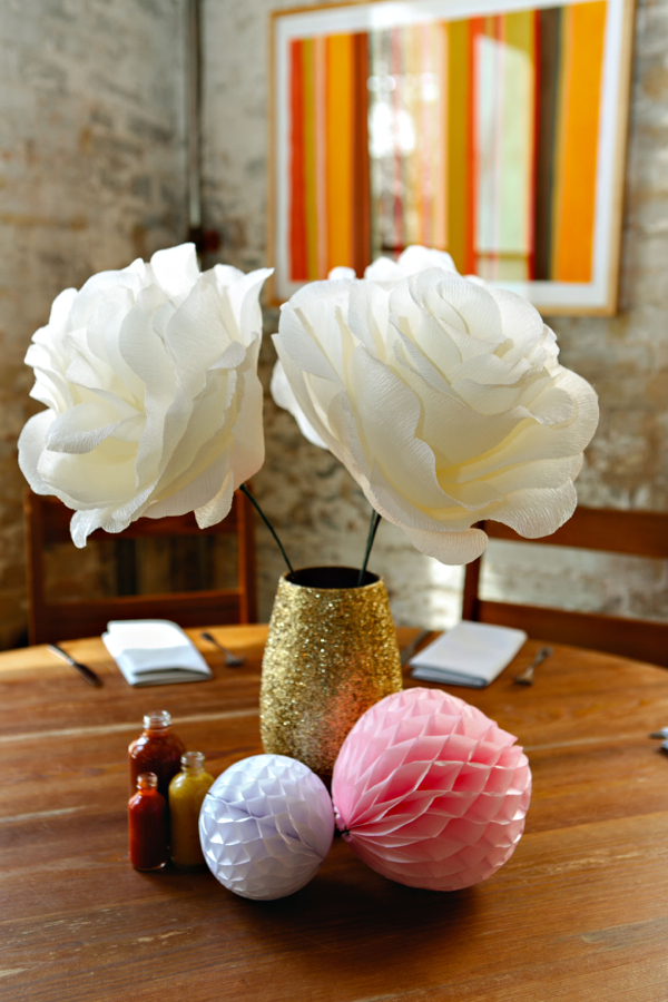 The rewmhow to diy oversized paper flowers paper flowers mightylinksfo