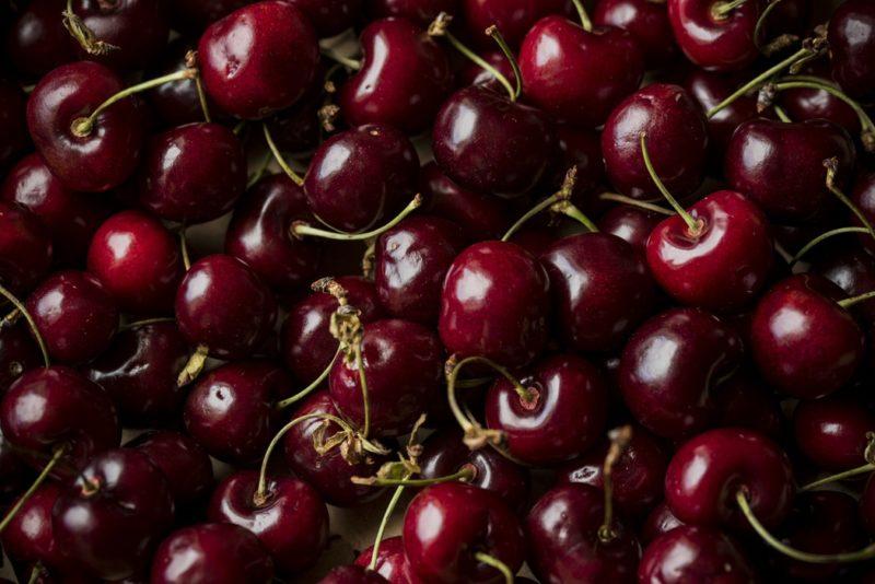 close up photo of cherries